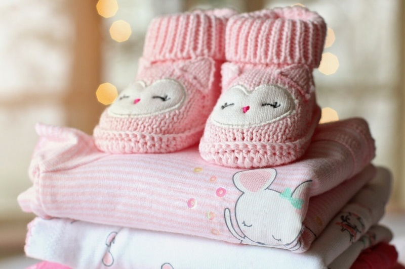A set of clothes for the infant