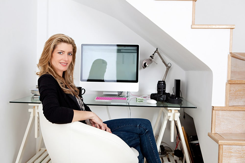 Woman sitting at the desk.